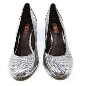 """Seven For All Mankind  Silver 4"""" Heels (Size 8M)"""